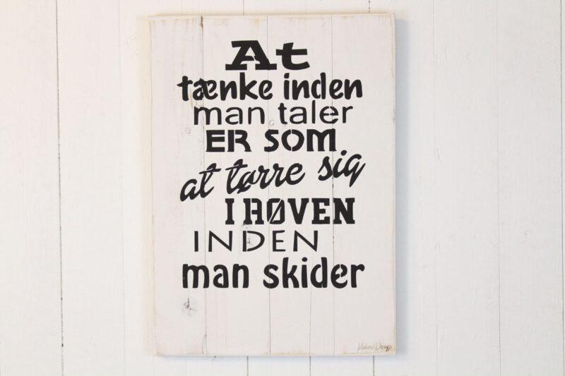Tænk før du taler træskilt hvid Idalund design