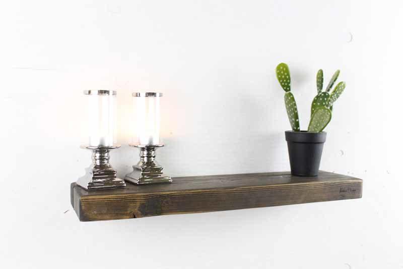 Svævehylde i sort fra Idalund Design 60 cm. Håndlavet af genbrugstræ.