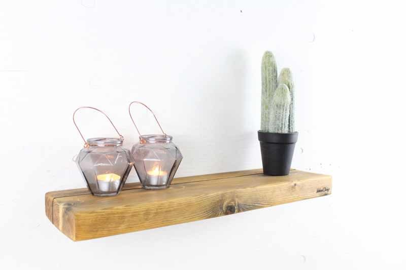 Svævehylde i genbrugstræ, lysebrun. 60 cm. Fra Idalund Design. Håndlavet.