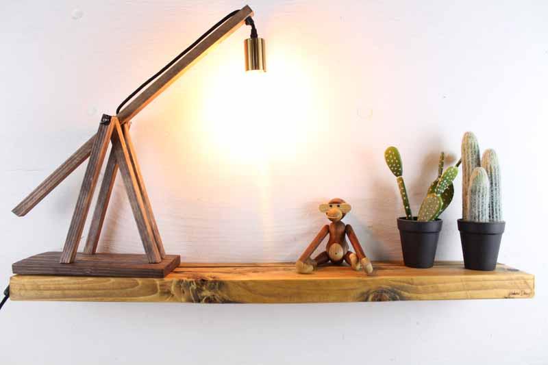 Svævehylde i genbrugstræ, lysebrun. 100cm. Fra Idalund Design. Håndlavet.