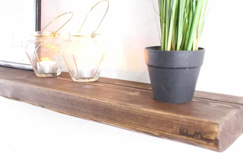 Svævehylde i genbrugstræ, mørkebrun. 80cm. Fra Idalund Design. Håndlavet.
