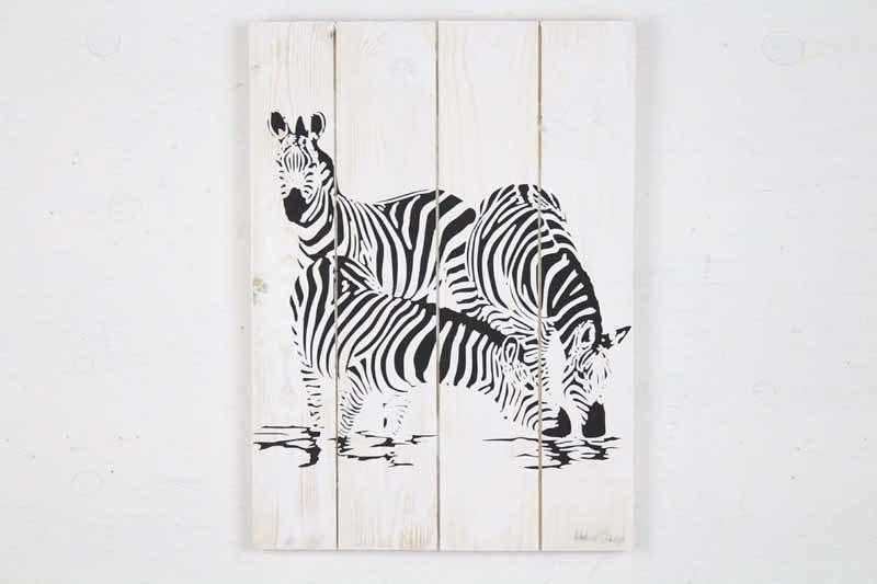 Skilt med motiv af 3 Zebraer fra Idalund Design. Håndlavet af genbrugstræ. 33x46 cm.