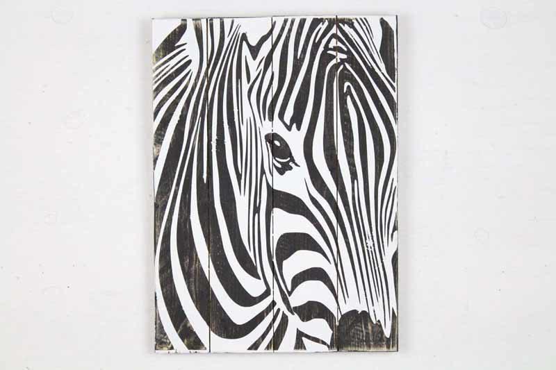 Skilt med motiv af Zebra fra Idalund Design. Håndlavet af genbrugstræ. 33x46 cm.
