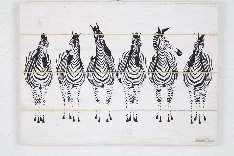 Skilt med motiv af 6 Zebraer fra Idalund Design. Håndlavet af genbrugstræ. 33x46 cm.