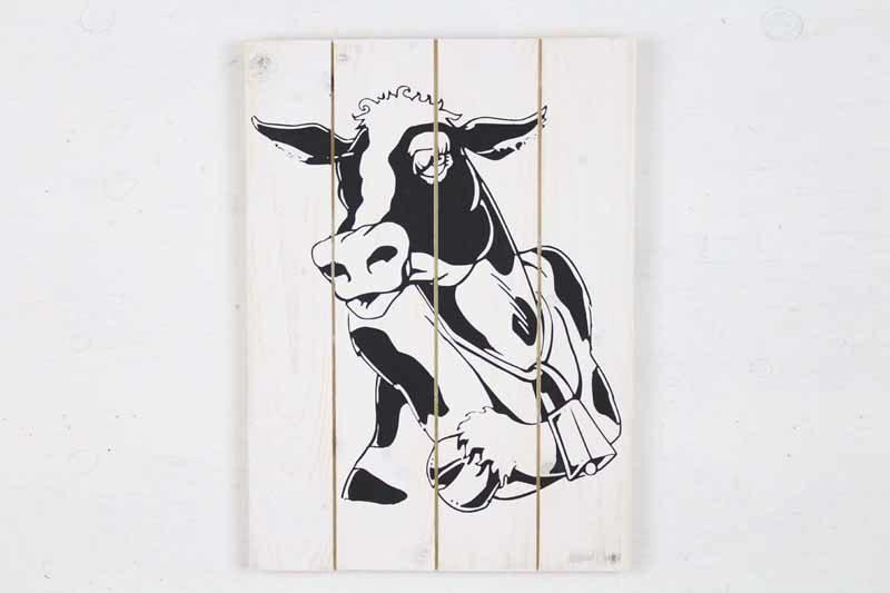 Skilt med motiv af ko fra Idalund Design. Håndlavet af genbrugstræ. 33x46 cm.