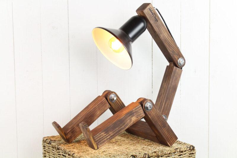 Lille lampe mand i træ sort skærm