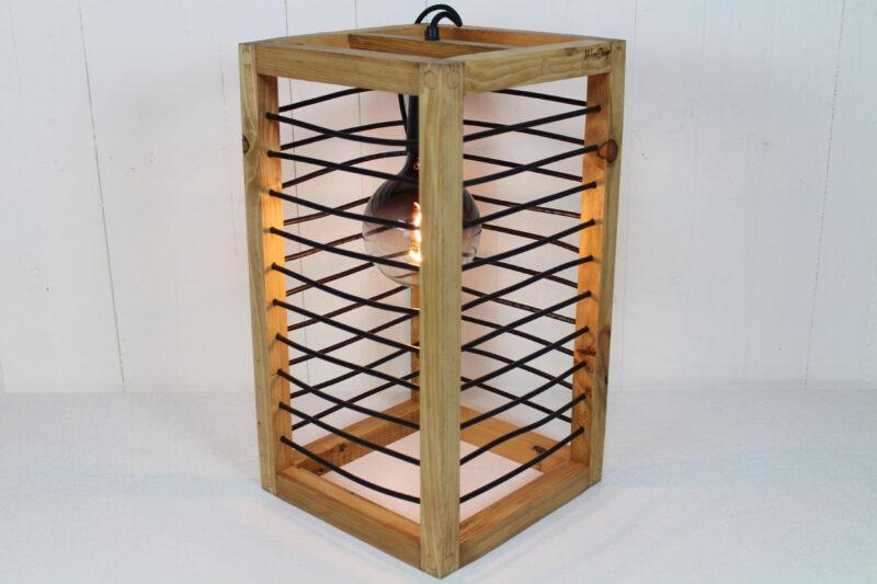 Bord lampe lysebrun med sort snøre 50 cm Håndlavet i genbrugstræ af Idalund Design