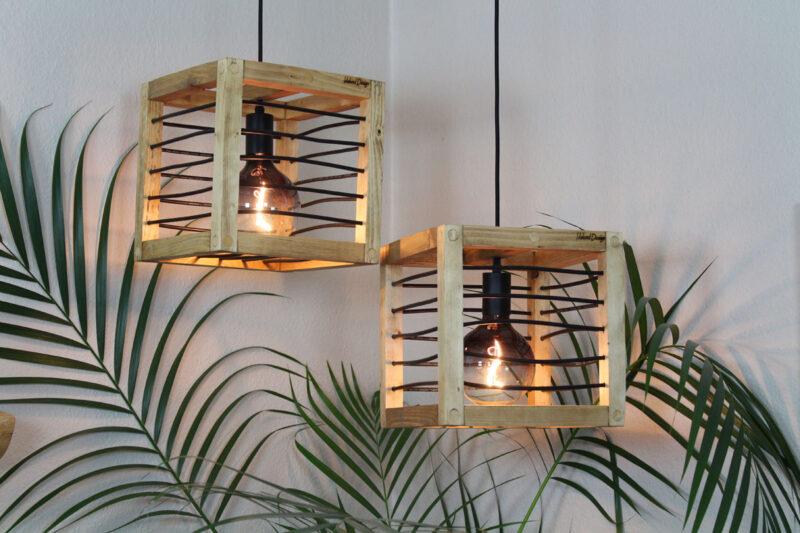 Loft lampe lysebrun med sort snøre 28 cm Håndlavet i genbrugstræ af Idalund Design