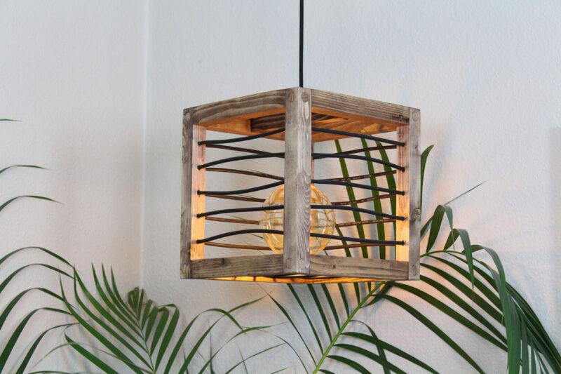Loft lampe mørkebrun med sort snøre 28 cm Håndlavet i genbrugstræ af Idalund Design